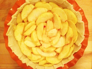Layering apples on the pie crust